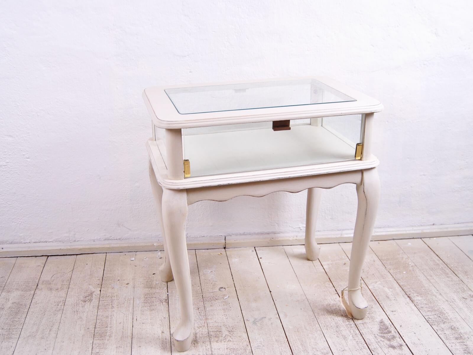 Einzelstück Nachttisch mit Glas