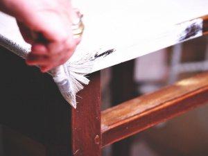 Holzmöbel streichen mit Kreidefarbe