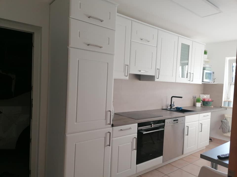 MissPompadour Weiß mit Charakter und eine neue Arbeitsplatte haben diese Küche absolut aufgewertet.