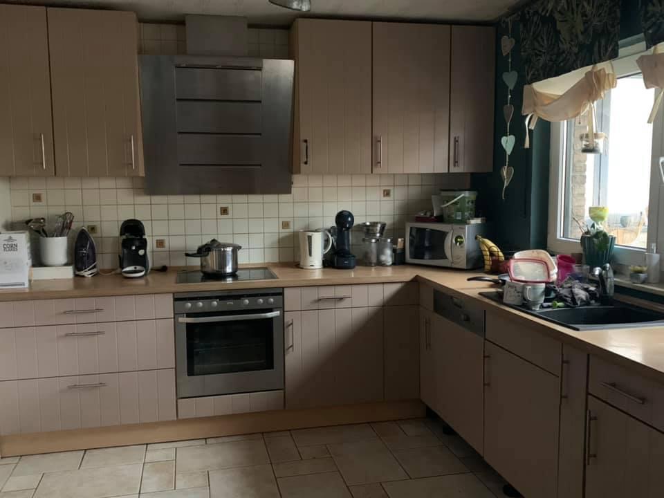 Zu massiv und trist war diese Küche vor ihrem großen Makeover.