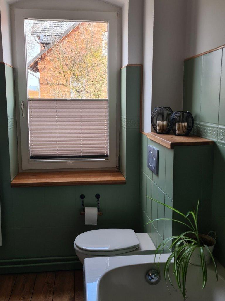 Das ist ihr gelungen! Ein tolles Beispiel dafür, wie schick gestrichene Relieffliesen sind. Hier in Painting the Past Cottage Green.
