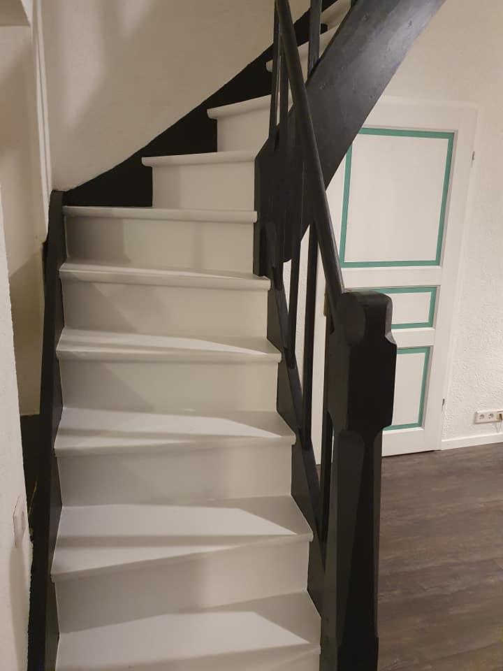 Was für ein Update! Gestrichen mit Mylands Cotton Street und Sinner wirkt die Treppe wie neu.