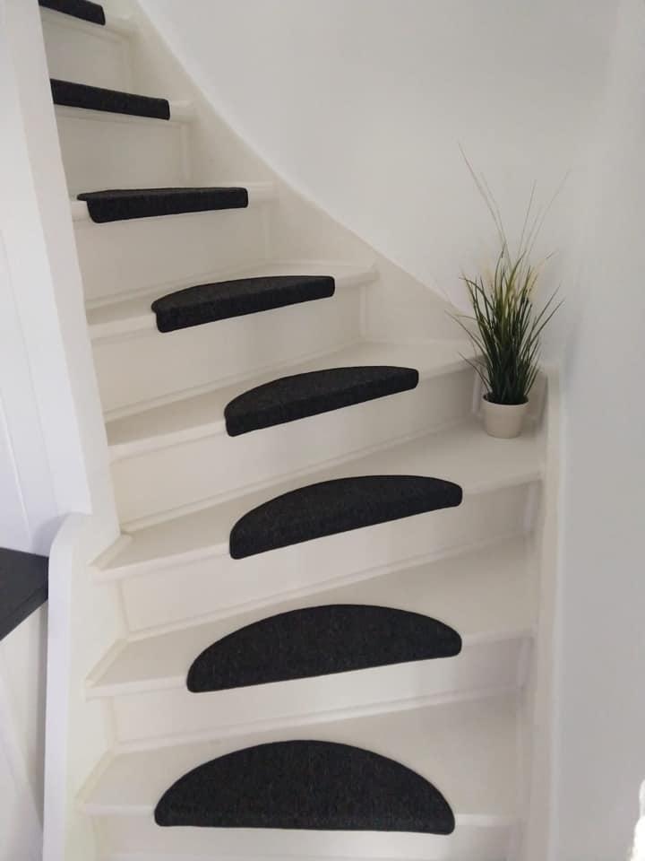 Kaum zu glauben, dass das die gleiche Treppe ist. Freundlich und modern: gestrichen mit Painting the Past Cotton White.