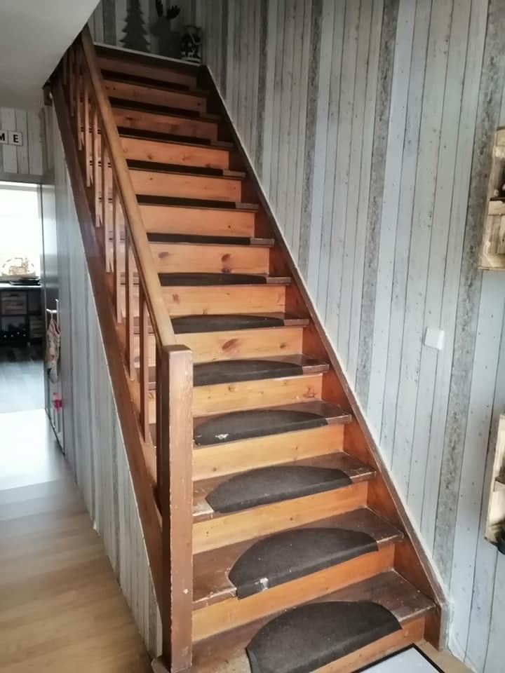 Die alte Holztreppe mit ihren Stufenmatten war hier einfach nicht mehr stimmig zum Rest des Hauses.