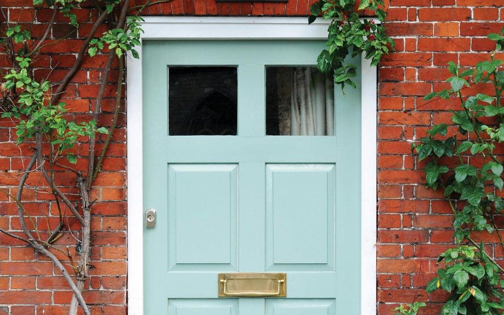 Haustür streichen Grün mit Kreidefarbe