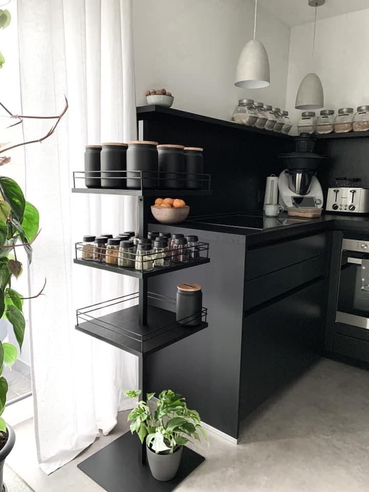 Küche schwarz gestrichen mit Painting the Past Soft Black