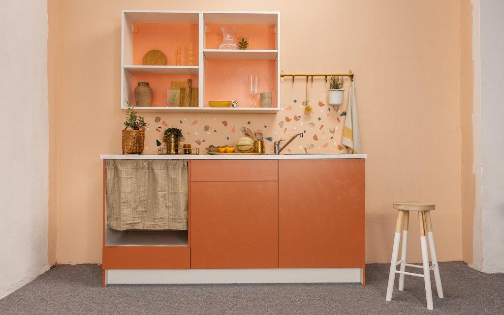 Fertiggestrichene Küche in MissPompadour Orange mit Kastanie Stark & Schimmernd und Rot mit Koralle Stark & Schimmernd